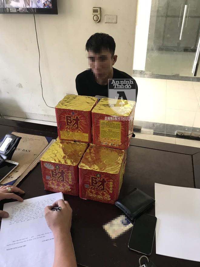 Các đối tượng đã đặt mua pháo qua internet, rồi nhận hàng từ một nhà xe ở Bắc Ninh
