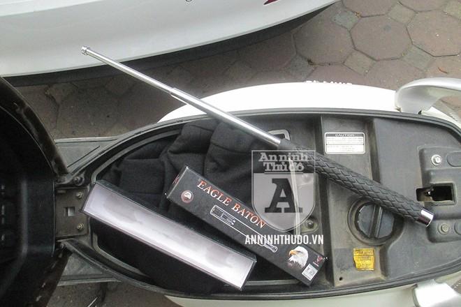 Baton (gậy 3 khúc) là công cụ hỗ trợ bị cấm mua bán, tàng trữ, sử dụng