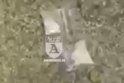 Hai gói ma túy đá được cảnh sát phát hiện trên người đối tượng