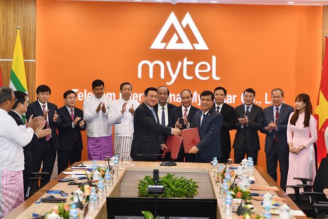 Hình ảnh lãnh đạo 2 tập đoàn tại Lễ ký kết hợp tác toàn diện của HDBank – Viettel Global với cam kết tài trợ cho dự án viễn thông Mytel tại Myanmar