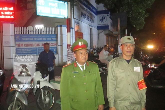 Điểm giữ xe miễn phí được tổ chức trên vỉa hè của phố Phan Văn Trị