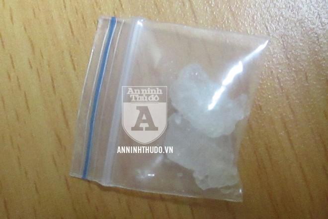 Gói ma túy đá được đối tượng giấu trên người