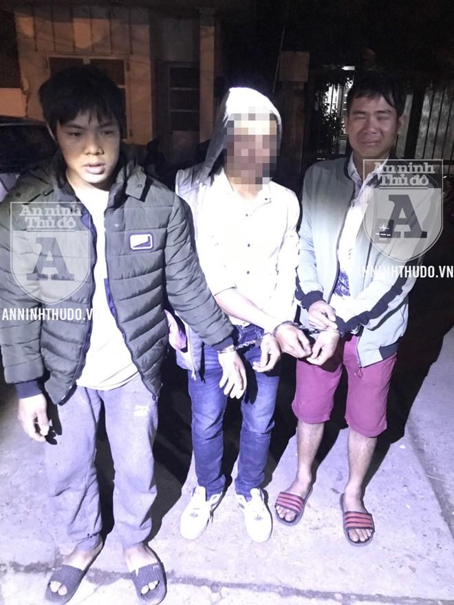 Ba đối tượng trong 2 vụ tàng trữ trái phép chất ma túy bị tổ Y20/141 phát hiện trong ca làm nhiệm vụ vào tối ngày 29-12