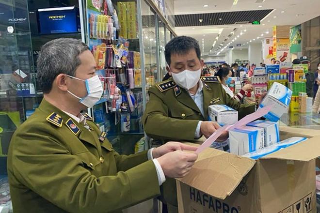 Cơ quan quản lý kiểm tra các cơ sở bán thuốc và vật tư, thiết bị y tế
