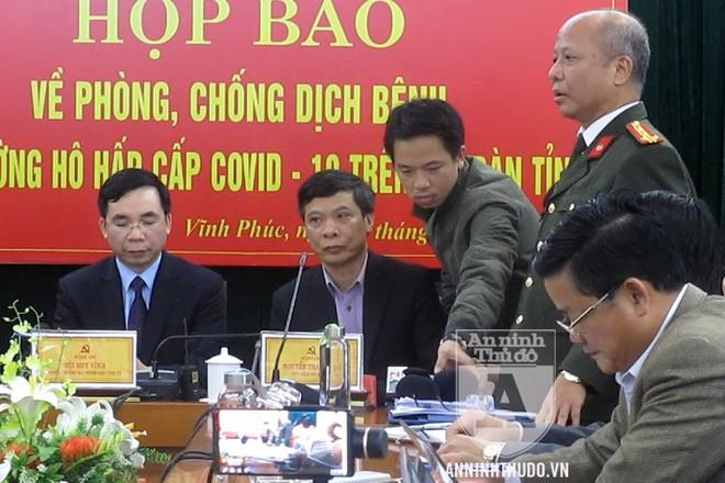 Đại tá Nguyễn Văn Việt - Phó Giám đốc Công an tỉnh Vĩnh Phúc - trả lời câu hỏi của PV