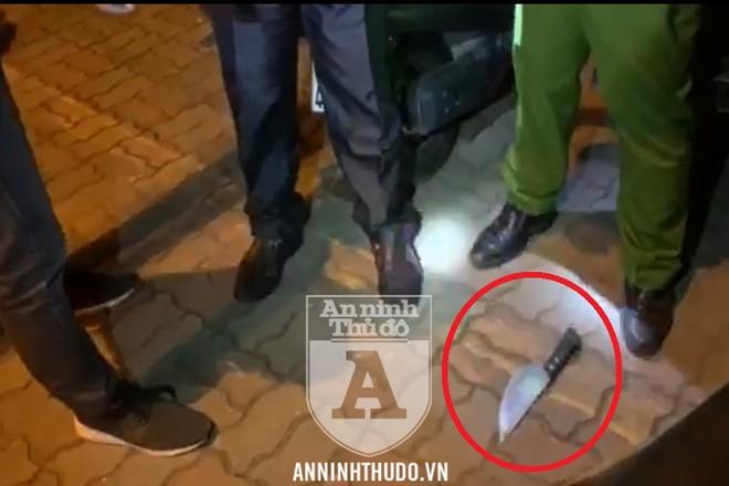 Con dao phóng lợn của đối tượng bị phát hiện tại chốt 141