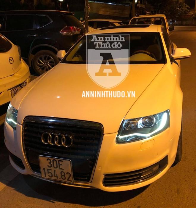 Chiếc xe Audi chở đôi nam nữ có biểu hiện nghi vấn, bị tổ Y2/141 chặn dừng