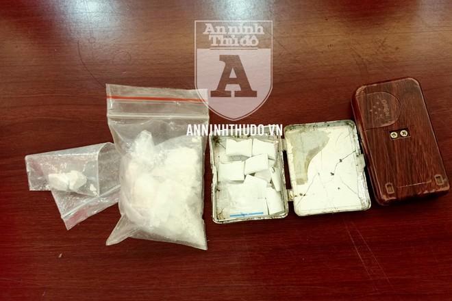 Số ma túy này gồm gần 20 gr heroin và 0,36 gr ma túy đá