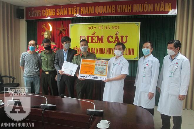 Số tiền trao tặng bệnh viện là kết quả của chương trình đấu giá trực tuyến các tác phẩm nghệ thuật, do Báo An ninh Thủ đô và Indochine Art phối hợp tổ chức