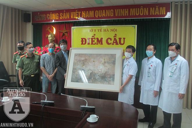 Những tác phẩm nghệ thuật ý nghĩa là món quà động viên tinh thần các y bác sĩ