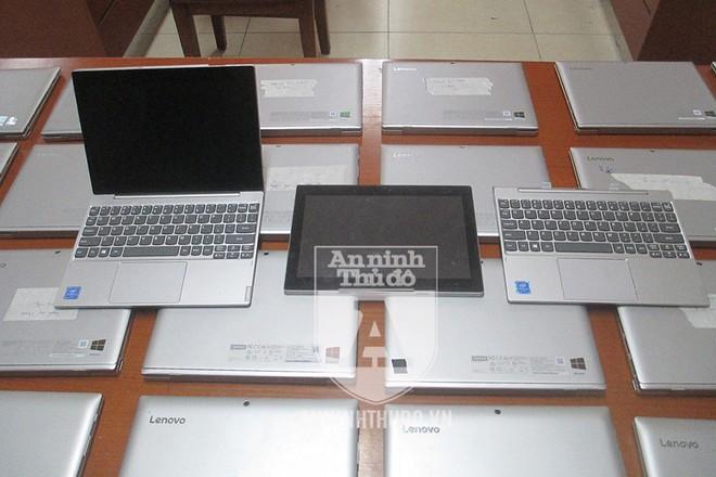 Những chiếc máy tính bảng bị lấy cắp có thể ghép vào dock bàn phím đi kèm để trở thành laptop. Đây là những thiết bị phục vụ công tác giáo dục tại trường