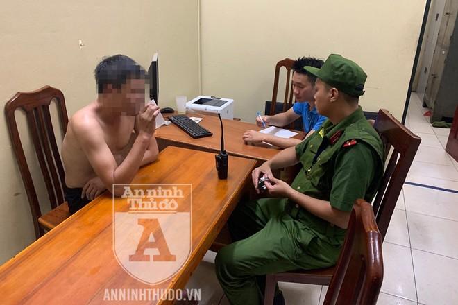 Lực lượng Cảnh sát 113 (CAQ Hai Bà Trưng) kết hợp động viên, thuyết phục và trấn áp để khống chế thành công đối tượng manh động