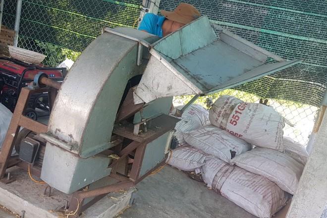 Chiếc máy xay vỏ thông và ''băm'' cây dược liệu xáo tam phân do anh Bá Ninh tự chế
