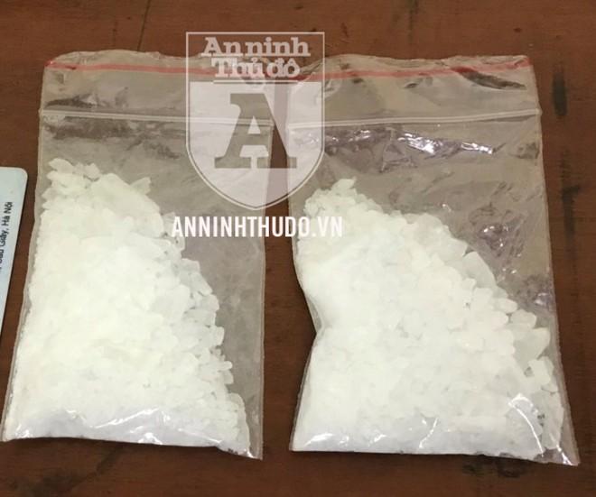 Hai gói ma túy đá mà đối tượng thừa nhận đã mua với số tiền 10 triệu đồng