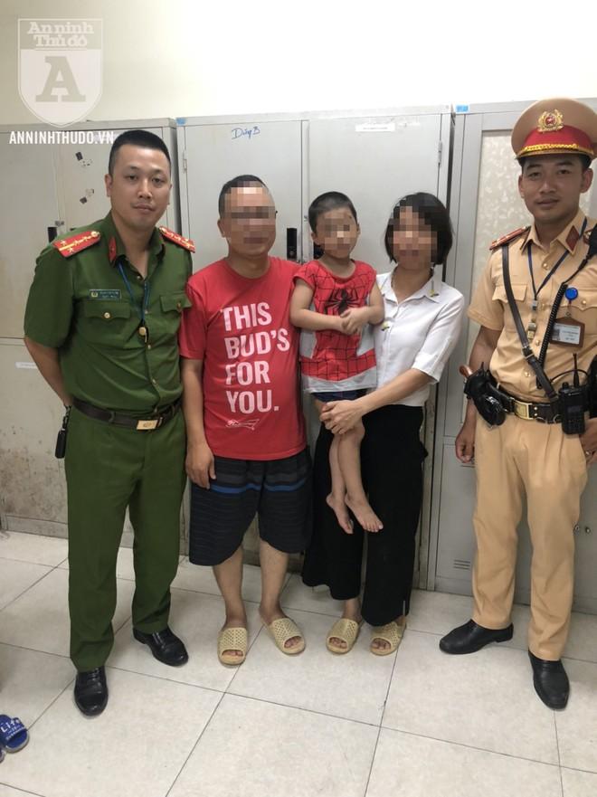 Gia đình cháu bé đã gửi lời cảm ơn chân thành tới cán bộ cảnh sát hỗ trợ kịp thời