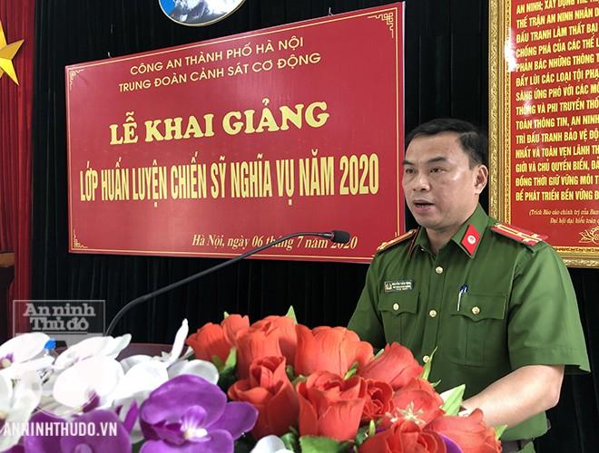 Thượng tá Nguyễn Tuấn Tùng - Phó Trung đoàn trưởng Trung đoàn CSCĐ - phát biểu tại sự kiện