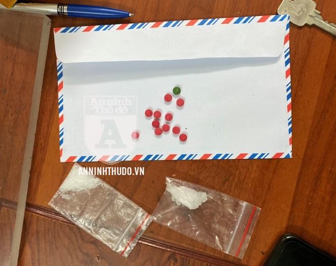 Ba gói ma túy mà đối tượng giấu trên người