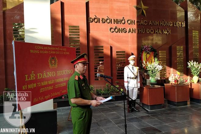 Thượng tá Nguyễn Tuấn Tùng nói lời tưởng niệm tại Đài tưởng niệm các Anh hùng liệt sỹ Công an Hà Nội