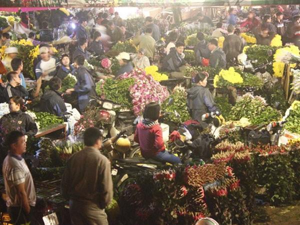 Chợ hoa tấp nập lúc hơn 2h sáng