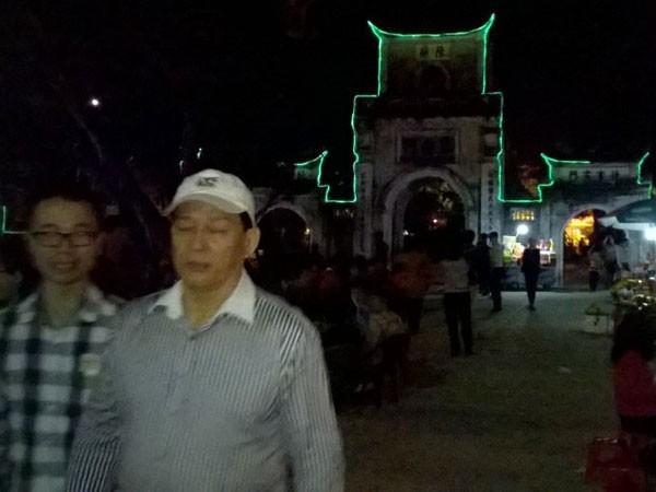 Trắng đêm đi lễ đền Trần cầu may mắn, bình an ảnh 7