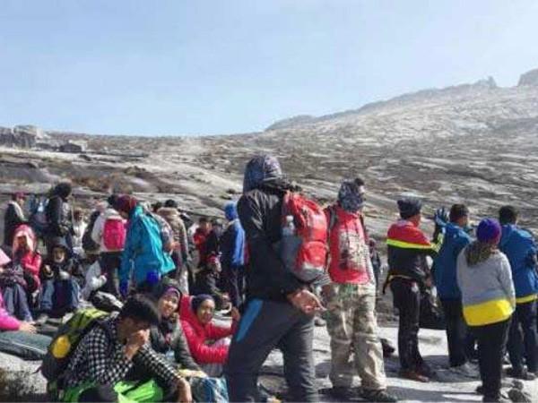 160 nhà leo núi đang mắc kẹt trên đỉnh Kinabalu