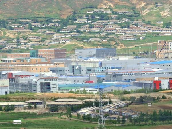 Khu công nghiệp liên Triều Kaesong nhìn từ phía Hàn Quốc