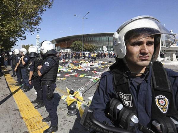 Cảnh sát phong tỏa hiện trường vụ tấn công