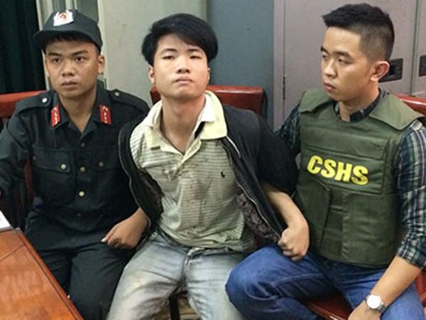 Đối tượng Tình (giữa) bị CSHS bắt giữ