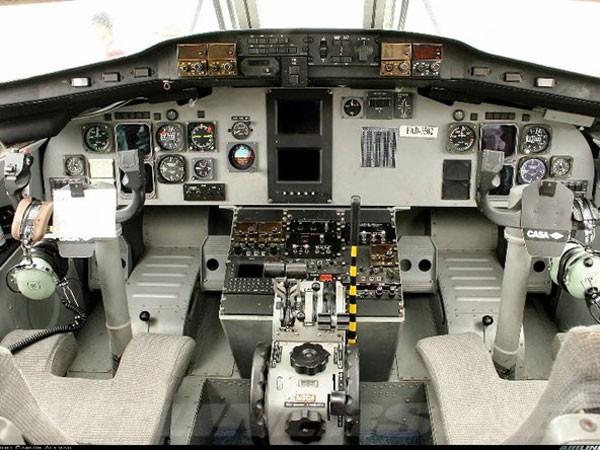 Cabin điều khiển của máy bay CASA-212
