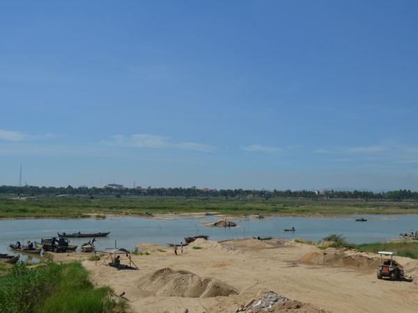Bãi khai thác cát, sạn trái phép trên sông Trà Khúc lúc cao điểm