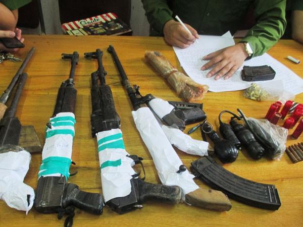 Số vũ khí nóng mà Duy thường mang theo người