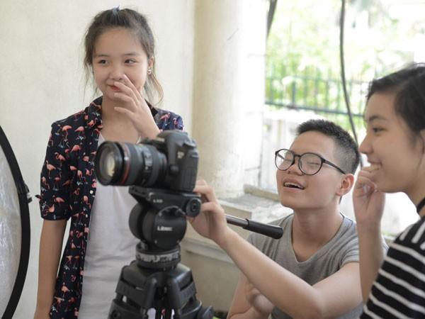 Trẻ em thích thú học làm phim dịp nghỉ hè