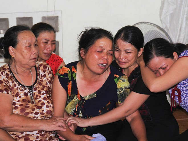 Mẹ Hải đau đớn trước cái chết của con gái