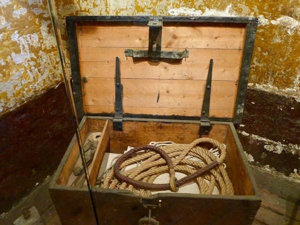 Dây thừng treo cổ là một trong những hiện vật lưu giữ ở nhà tù