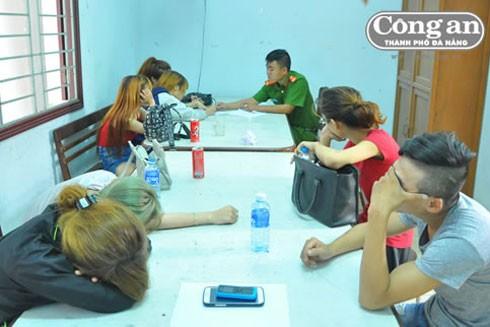 CAP Hòa Thuận Đông làm việc với nhóm thiếu niên đi bụi
