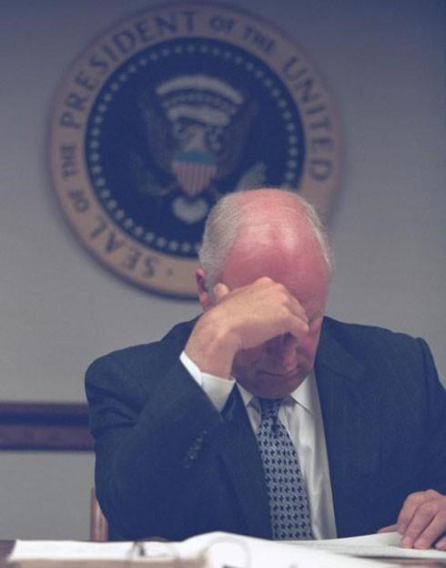 Ông Dick Cheney đã điều hành Nhà Trắng tới khi Tổng thống Bush trở về từ chuyến thăm trường học vào lúc 7 giờ tối cùng ngày