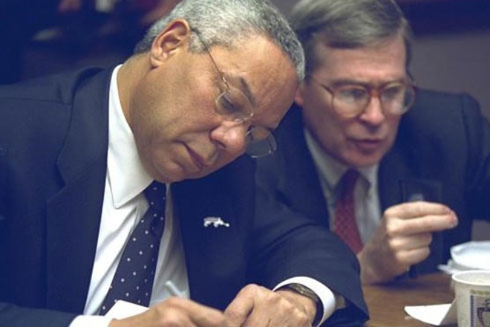 Ngoại trưởng Colin Powell làm việc tại Trung tâm Phản ứng Khẩn cấp
