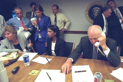 Đội ngũ quan chức cấp cao của Nhà Trắng tại Trung tâm Phản ứng Khẩn cấp, vài giờ sau loạt vụ tấn công khủng bố ngày 11-9