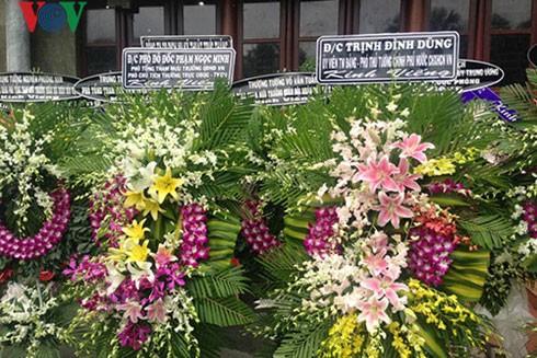 Vòng hoa viếng của Phó Thủ tướng Trịnh Đình Dũng