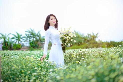 Thanh thoát, nền nã, dịu dàng, đằm thắm là tất cả tính từ đẹp mà Mai Thu Huyền ưu ái nói về hoa cúc họa mi