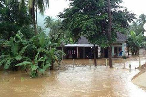 Quảng Ngãi mưa lũ lớn khiến nhiều tuyến đường nông thôn bị ngập