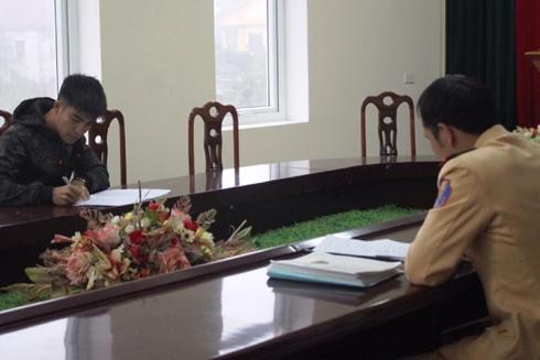 Tài xế Nguyễn Triều Dương làm việc tại cơ quan công an