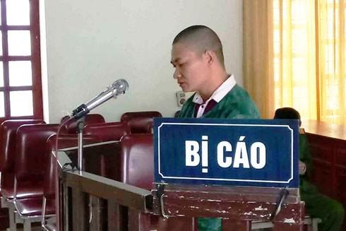 Quang Văn Tuân trước vành móng ngựa trong phiên xét xử (Ảnh: V.D)