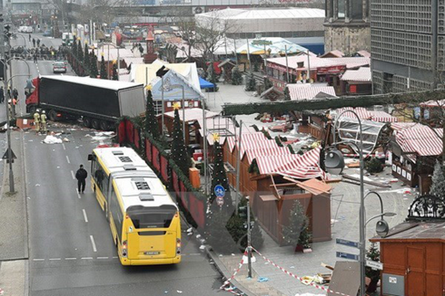 Hiện trường vụ đâm xe tải tại chợ Giáng sinh Breitscheidplatz.