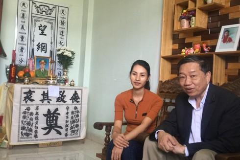 Thượng tướng Tô Lâm thăm động viên gia đình