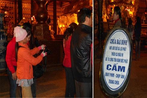 Không nên chụp ảnh, quay phim tùy tiện trong chùa.