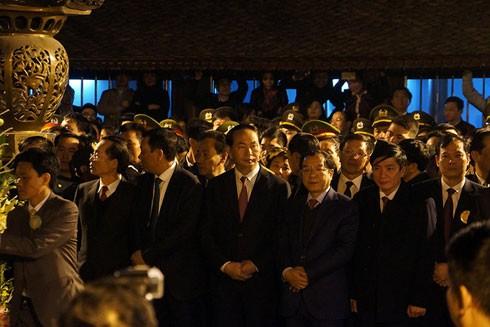 Chủ tịch nước Trần Đại Quang cùng các lãnh đạo bộ, ban, ngành dự nghi lễ dâng hương và Khai ấn đền Trần 2017