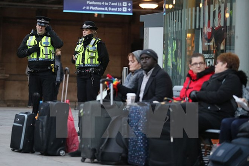 Cảnh sát Anh tăng cường tuần tra an ninh tại tại các nhà ga