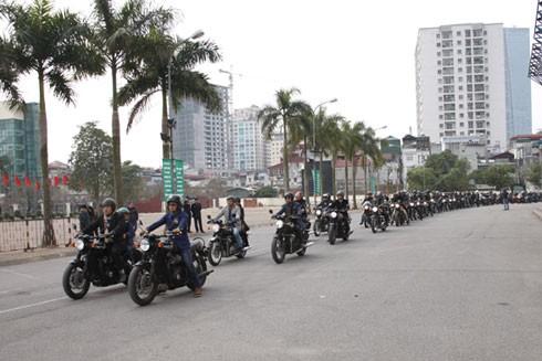 Các biker sắp xếp theo đúng đội hình được chỉ dẫn.