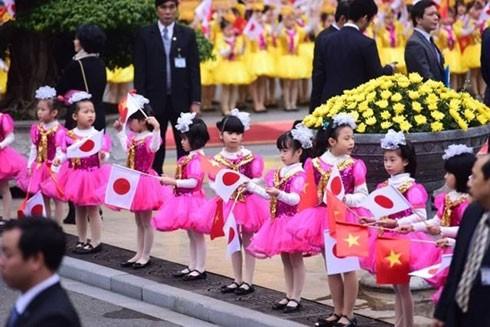 Chủ tịch nước đón Nhà vua và Hoàng hậu Nhật Bản